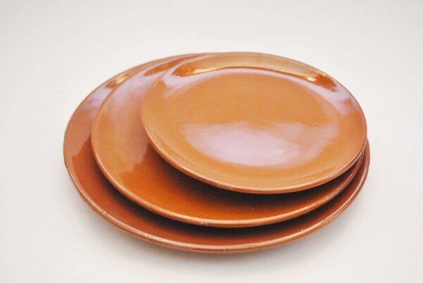 Vajilla de cerámica rústica